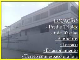 Prédio Triplex com Terraço, Salas, Depósitos, Salão no Térreo, Estacionamento