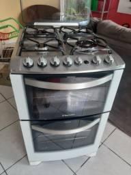 Fogão Electrolux 2 fornos possui Grill seminovo. Aceito cartão