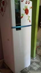Vendo geladeira Brastemp semi nova
