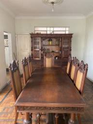Conjunto de mesa de 8 cadeiras de madeira imbuia
