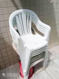 7 cadeiras plástico