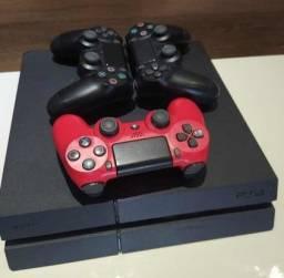 PS4 com um controle