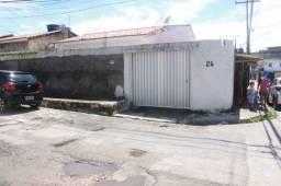 Casa 3 quartos/garagem/área grande/ônibus na porta