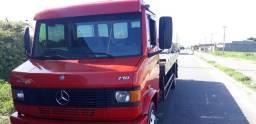 Caminhão prancha Mercedes 710