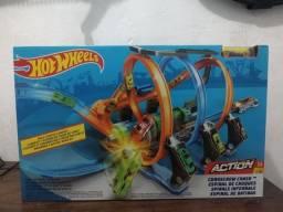 ?Pista hot wheels crash corkscrew