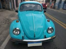 Título do anúncio: Fusca 1500 ano 1975 azul conservado banco celta emplacado troco por moto ou carro