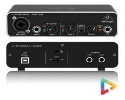 Placa Interface de áudio Behringer UMC22