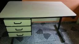 Mesa de escritorio branca