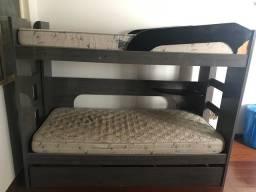Cama beliche com cama auxiliar