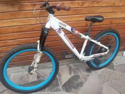 Bike aro 26 alumínio com suspensão para freeride ou dowhill.