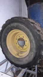2 pneus de retrô escavadeira recapados um com roda pra estepe