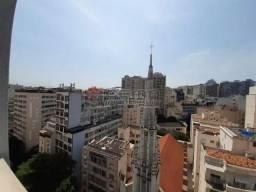 Flamengo, com 2 quartos e garagem garantida.