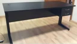 Mesa de escritorio, estudos, otima qualidade, com gavetas, chave