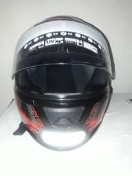 Vendo esse  capacete  nuca usado  zero