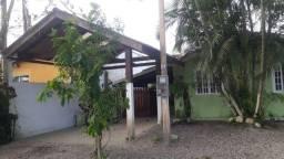 Casa com piscina em Guaratuba perto da praia