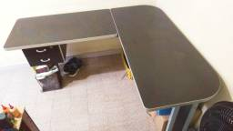 Mesa formato L com 2 gavetas