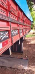 Carroceria Nova Vermelha Comprimento 6,40 metros para Caminhão Mercedes Toco
