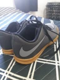 Chuteira Nike original infantil tamanho 33