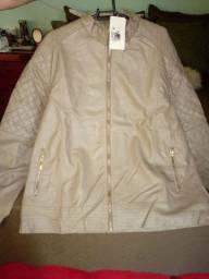 Vestidos e jaqueta novos