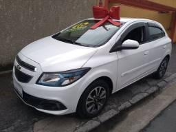 Onix LTZ automático carro bem completo