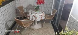 Mesa de plástico com 3 cadeiras