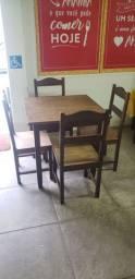 Mesas e cadeiras de madeira para restaurante