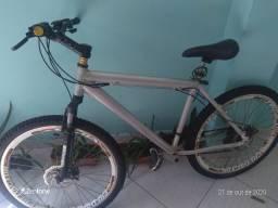 Bicicleta aro 26 com freio a disco