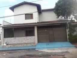 Casa duplex com três suítes no ipase