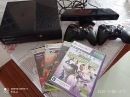 Xbox 360 com kinet + 4 jogos