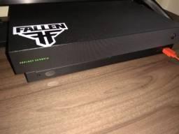 Xbox One X 4K com 2 controles e 2 jogos em mídia física