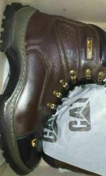 Botas de couro nova colada e costurads