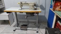 Maquina de costura industrial.