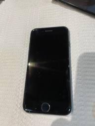 Vende-se Iphone 7 preto com 128GB