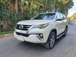 HILUX SW4  5 LUGARES.