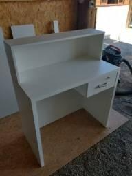 Mesa bancada para loja/ gaveta com chave