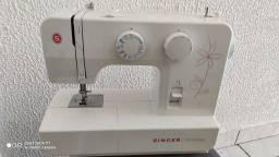 Maquina de costura Singer Promise seminova