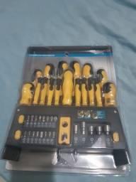 Conjunto de ferramentas nova com suporte