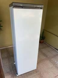 Freezer vertical 240 Litros funcionando perfeitamente.
