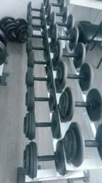 Vendo Academia  de musculação montada  com 10 anos no local Valor 148 mil