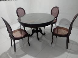Conjunto de Mesa com Cadeira Medalhão