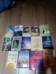 14 livros entre espíritas e de auto ajuda