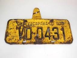 Placa Amarela Antiga de Carro de Ferro