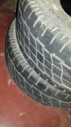 Dois pneus
