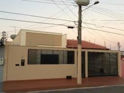Linda Casa no Jardim Tropical