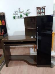 Mesa de computador com armário acoplado