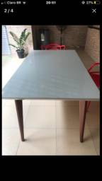 Mesa toda de madeira com uma tela de vidro de 2 milímetros medindo 160 por 090