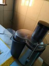 Centrifuga e extrator de suco e frutas.