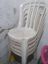 Cadeiras de plástico usada