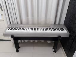Piano Digital Yamaha P60 com capa, movel e pedal