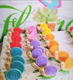 Caracol em biscuit para terrários e plantas em geral